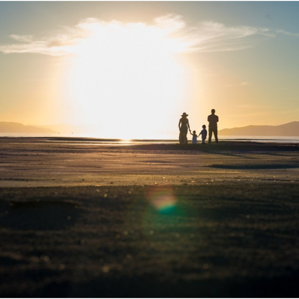 Amazing Family Session at sunset. Traveling to capture beauty.